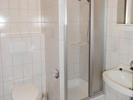 1 von 3 Badezimmer
