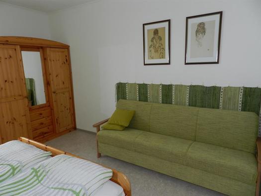 Sofa Schlafzimmer (© Bauernhof Obere Wolfsgrub)