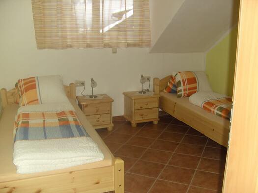 Familienzimmer `Enzian` - Schlafzimmer 2. (© seekda)