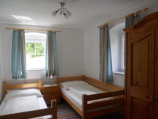 Drittes Schlafzimmer mit Einzelbetten (© Ferienhaus Hochgattern)