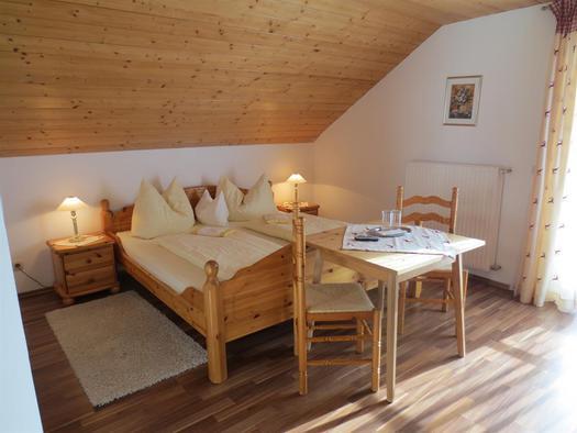 Dreibettzimmer (© Alexandra Oberascher)