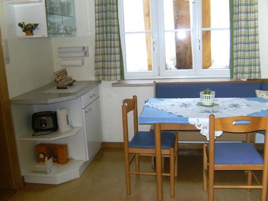 Essecke in der Küche (© Ferienhaus Laimerbauer Faistenau)