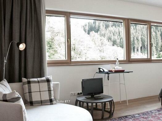 Suite mit Panoramafenster (© Hotel-Restaurant Mühltalhof)