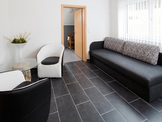 Couch im Zimmer `Krambamboli` (© Zum Hirschloser)