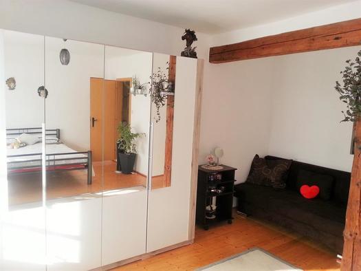 Doppelzimmer mit Couch (© Privat)