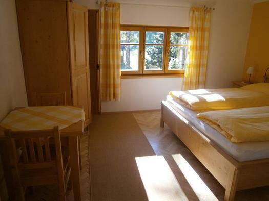 Zimmer Sonne Türansicht (© Ilse Teich)