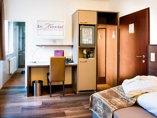 Beispiel Einzelzimmer. (© Katharina Wisata / Elisabeth Poringer)