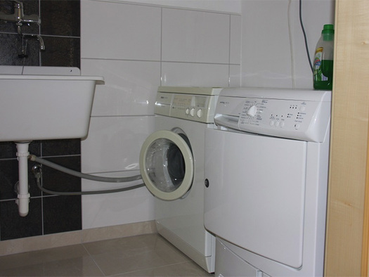 washing machine, drier, deep sink on the side. (© Schnöll)