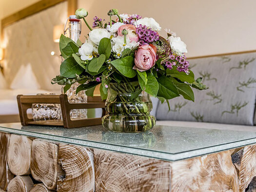 Table with flours, in the background couch. (© Karin Lohberger)