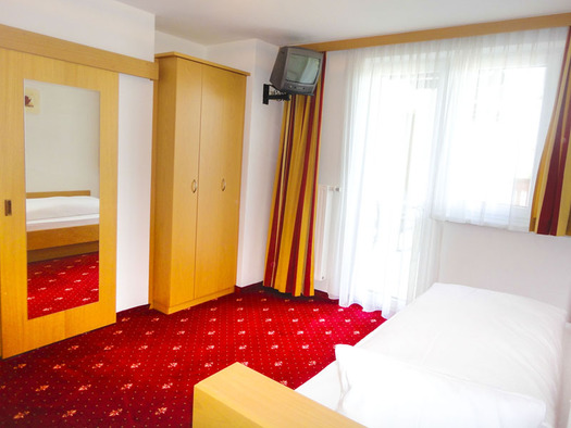 Einzelzimmer mit Balkon Hotel Alpenblick Attersee am Attersee (© Hotel Alpenblick/Hanes Seiringer)