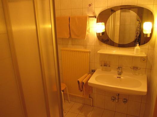 Ferienwohnung mit zwei Badezimmern mit Dusche/WC (© Berghof Sturmgut)