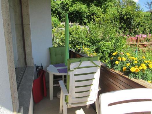 Weitere gemütliche Sitzgruppe auf Balkon, südseiti
