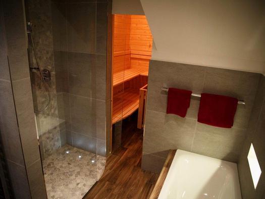 Bathroom with a sauna (© Bramsauerhof Faistenau)