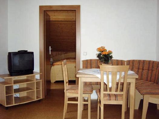 FEWO 4 - Ess- und Wohnzimmer (© Familie Neumayer)