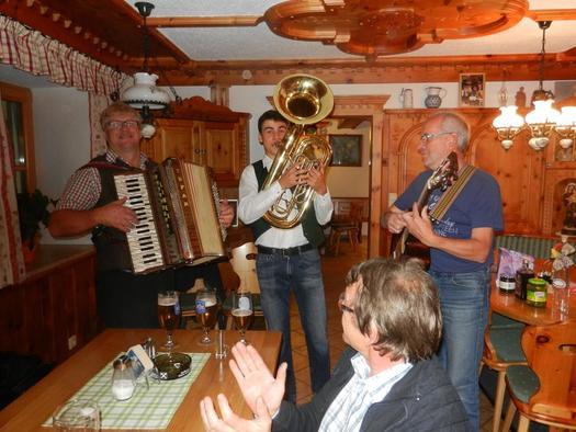 Hausmusik beim Gasthof Moosgierler (© Moosgierler)