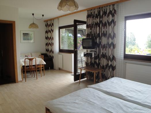 Doppelzimmer - Innenansicht (© G. Lenzenweger)