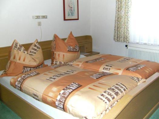Eines der Schlafzimmer (© Ferienhaus Laimerbauer Faistenau)