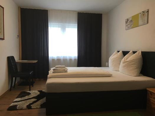 Schlafzimmer 1 in der Ferienwohnung (© privat)