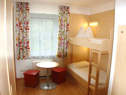 Mehrbettzimmer Jugendgästehaus St. Gilgen. (© OÖJHV)