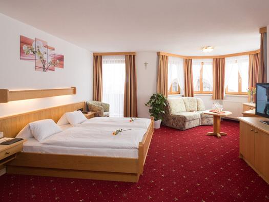 Erkerzimmer Hotel Alpenblick Attersee am Attersee (© Hotel Alpenblick/Hanes Seiringer)