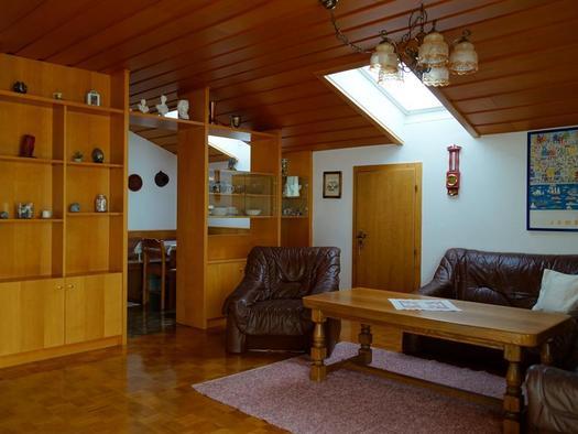 Wohnzimmer mit Blick ins Eßzimmer