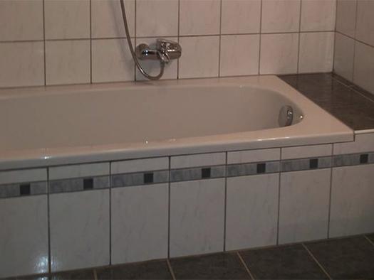 bathroom with tub. (© Spielberger)