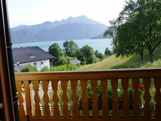 Dreibettzimmer mit Balkon Haus Gertraud Reichl Steinbach am Attersee. (© Gertraud Reichl)
