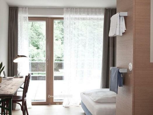 Doppelbettzimmer mit Balkon (© Hotel-Restaurant Mühltalhof)