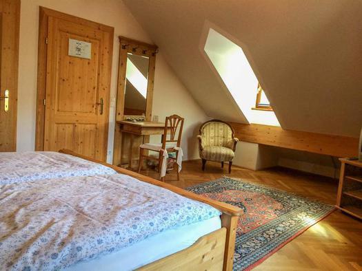 Zimmer Bergblick mit Fenster (© Schweizerhof am See)