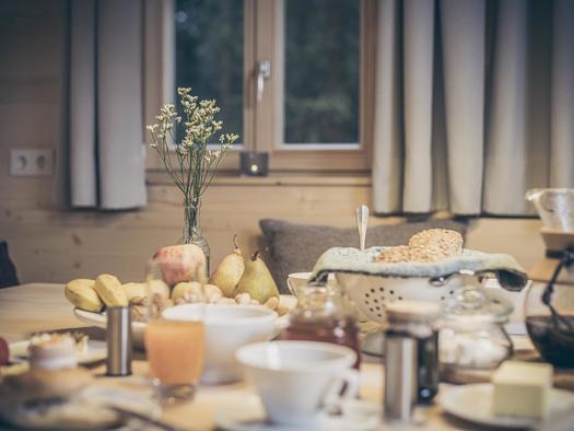 Frühstück in der Hütte (© Ramenai Das Böhmerwaldlerdorf)