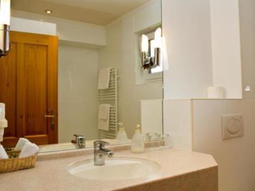 Doppelzimmer Seeseite Hotel Bramosen - Bad (© Hotel Bramosen)