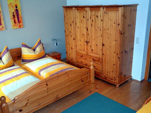 Schlafzimmer ideal für Familie mit Kleinkindern (2+2) (© Jung)
