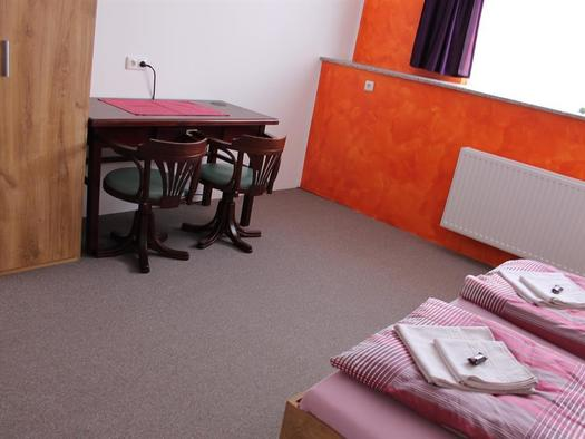 Schreibtisch im DZ (© BezirksRundschau)