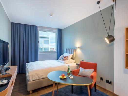 Economyzimmer mit Frenchsize Bett rechts - groß a