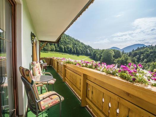 Balkon mit Ausblick (© Georg Strobl - Fuschlseetourismus)