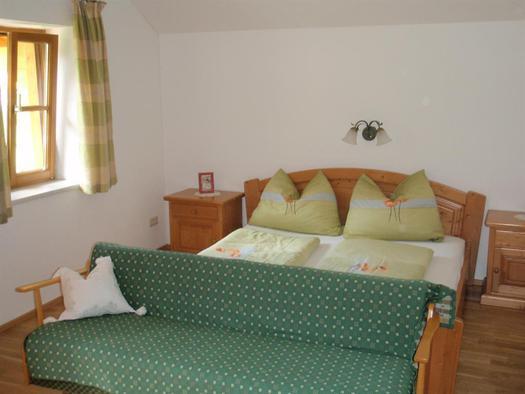 Schlafzimmer- 1 Doppelbett+ mögl.f. 2 Zusatzbetten