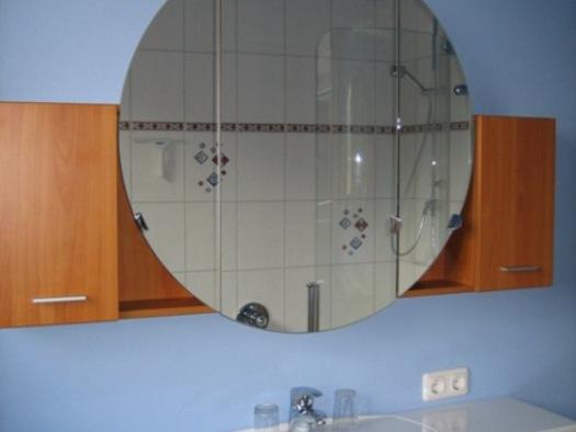 Das Badezimmer mit Bad/Dusche
