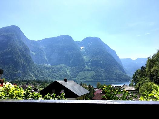 Zimmer 2 See- und Bergblick vom oberen Balkon. (© Thomas Wigert)