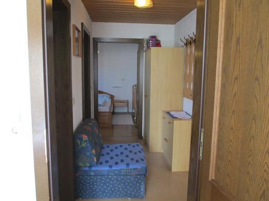 Vorraum zwischen Eltern- u Kinderzimmer, links WC