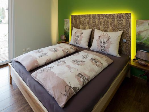 Doppelbett in der Wohnung Hirscherl (© Zum Hirschloser)