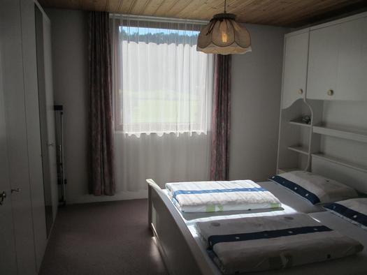 Elternschlafzimmer mit Kasten links
