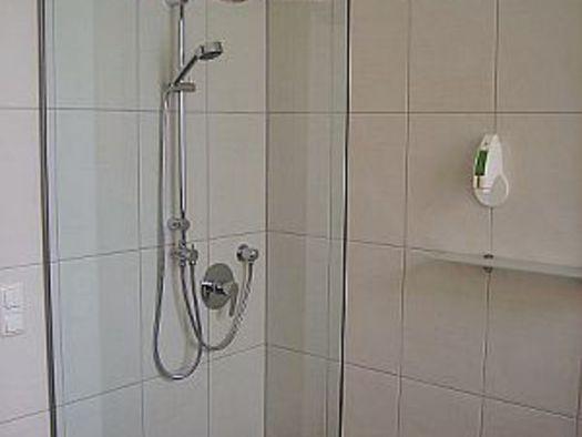 Neue Zimmer Dusche