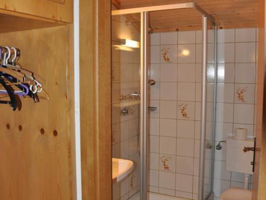 Vorraum und Badezimmer im Dreibettzimmer