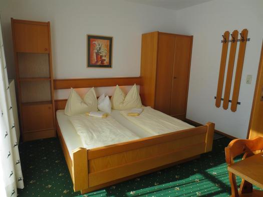 Doppelzimmer Nr. 2 (© Alexandra Oberascher)