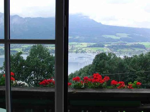 view from the balcony, lake and mountains. (© Edtmeier)