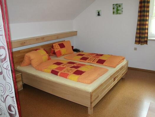 Zimmer `Krippenstein` - Schlafbereich. (© seekda)