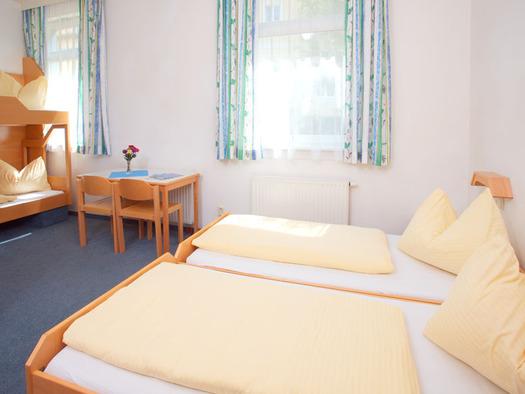Doppelzimmer Jugendgästehaus Bad Ischl. (© OÖJHV)