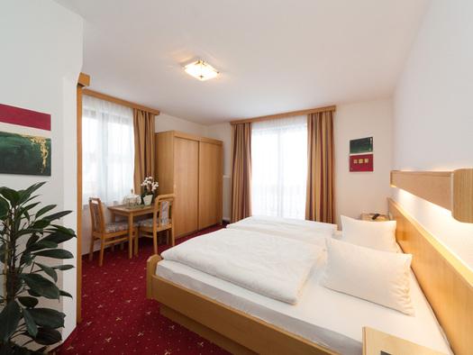 Doppelzimmer Attersee Hotel Alpenblick Attersee am Attersee (© Hotel Alpenblick/Hanes Seiringer)