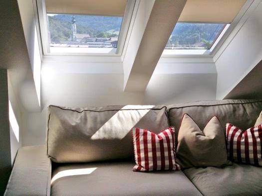 Living area with a view to the village centre (© Bramsauerhof Faistenau)