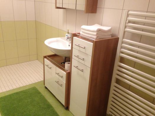 Bad mit Handtuchtrockner (© A. Gösweiner)